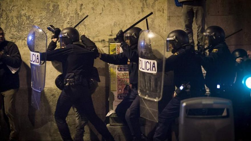 Policías cargan contra los manifestantes de Rodea el Congreso