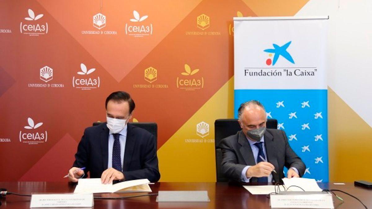 Firma del convenio entre UCO y Caixabank