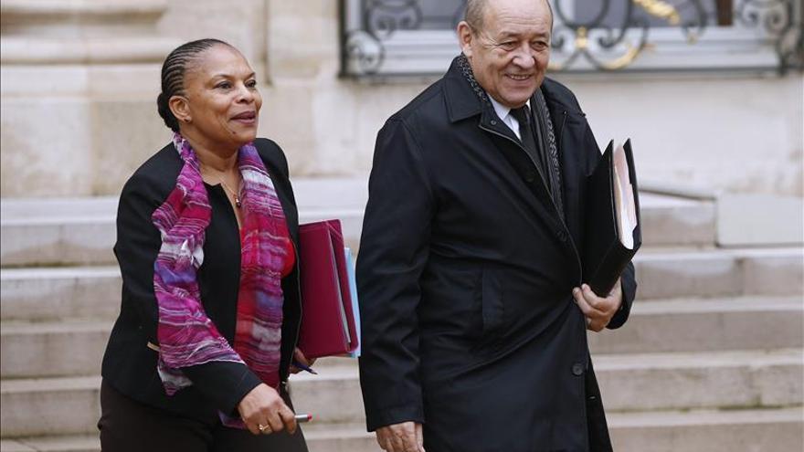 El ministro francés de Defensa aborda en Moscú la lucha contra el EI