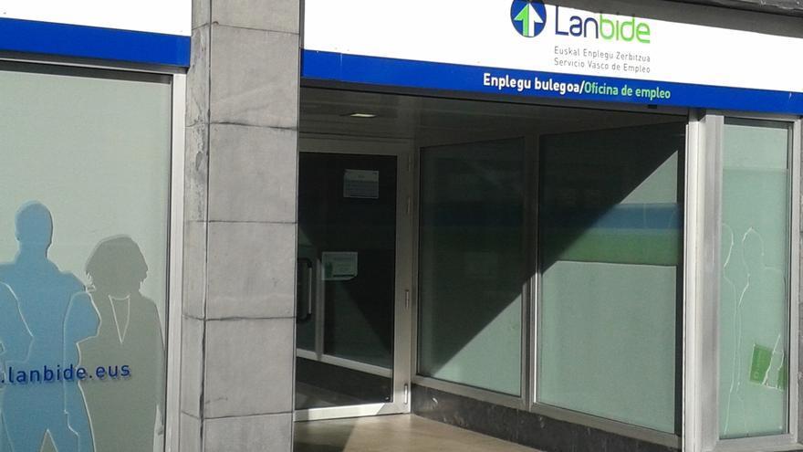 Condenado a dos años de cárcel por intentar incendiar la oficina de Lanbide de Bilbao un hombre que no tenía ingresos