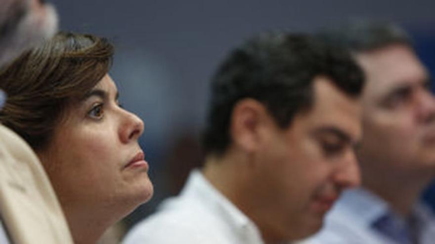 Soraya Sáenz de Santamaría, junto a Juanma Moreno.