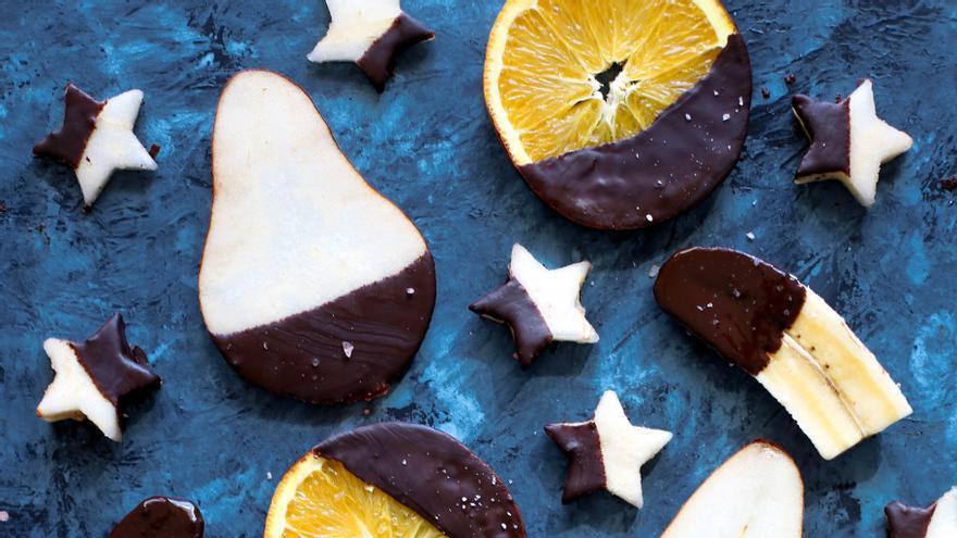 Fruta y chocolate. Foto: Brenda Godínez