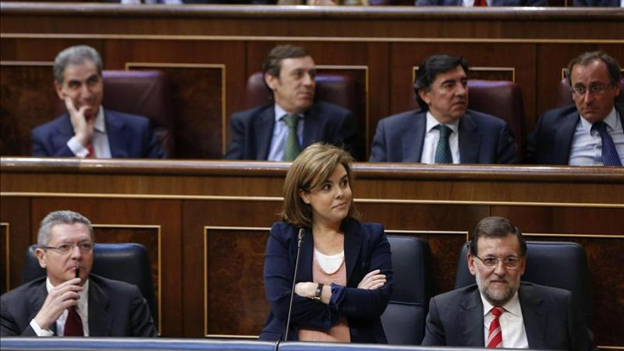Sáenz de Santamaría niega tajante el cobro de sobresueldos del que le acusa el PSOE