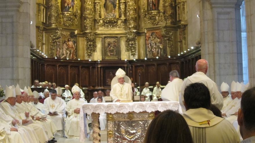 """El nuevo obispo de Santander insta a """"no escatimar esfuerzos"""" en la formación de los jóvenes"""
