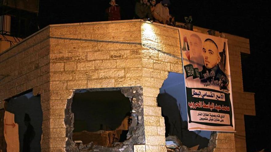 Israel demole las viviendas de dos palestinos que mataron a cinco personas