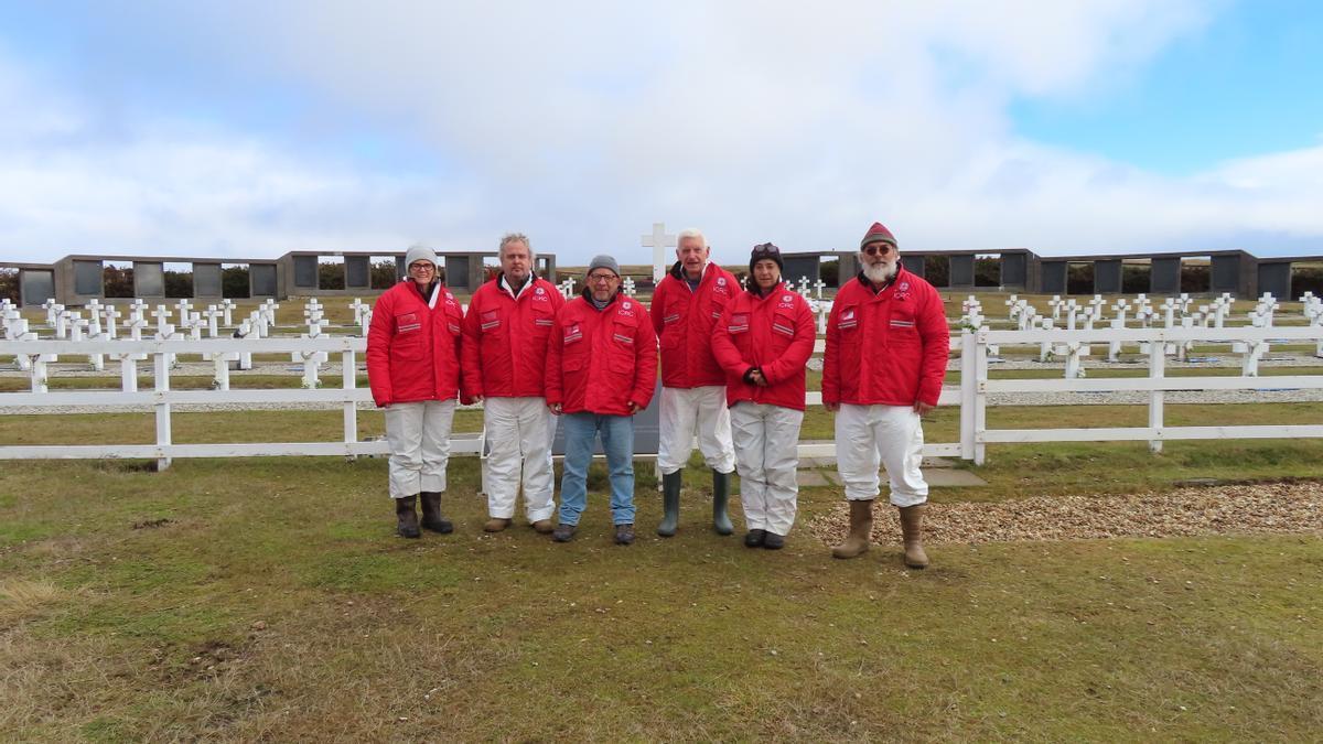 El equipo del CICR que realiza excavaciones en Malvinas
