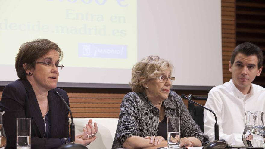 Purificación Causapié, Manuela Carmena y Pablo Soto durante la presentación de los presupuestos participativos de 2016.