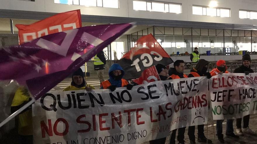 Los trabajadores de Amazon se movilizan a las puertas del centro de San Fernando.
