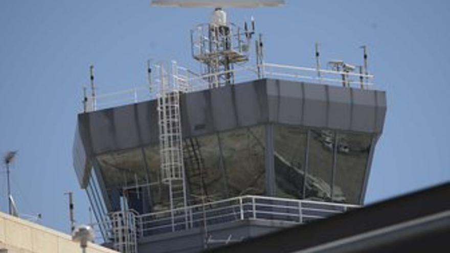 Torre de control en Barajas. (EUROPA PRESS)