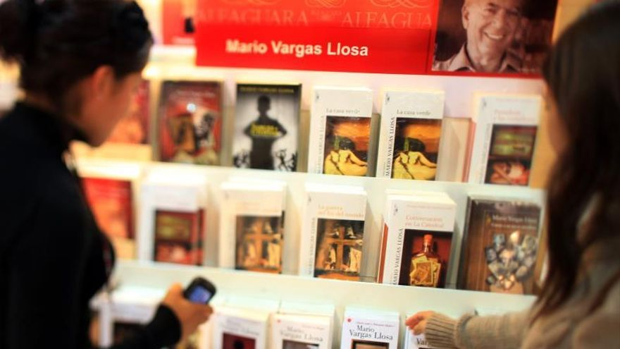 Considerada la más importante de Sudamérica, la Feria Internacional del Libro de Buenos Aires recibe cada año más de un millón de visitantes y en ella se desarrollan más de 1.500 actos culturales.