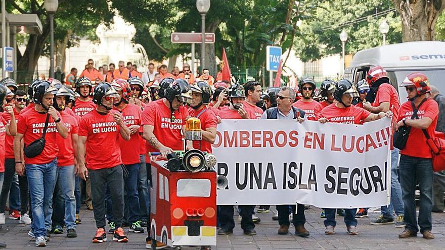 Protesta de febrero pasado por calles del centro de Santa Cruz