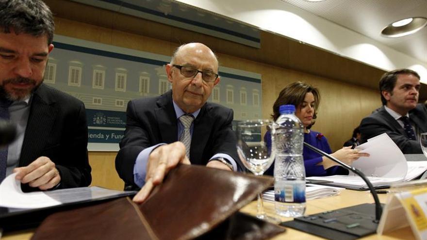 El Gobierno y el PSOE pactan un déficit autonómico del 0,6 % para el 2017