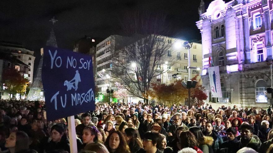 La protesta se ha desarrollado entre consignas del tipo 'No es un caso aislado, se llama patriarcado', o 'Quiero ser libre, no valiente'