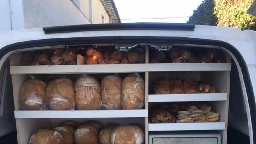 Furgoneta de reparto Panadería Pastelería de Lorién