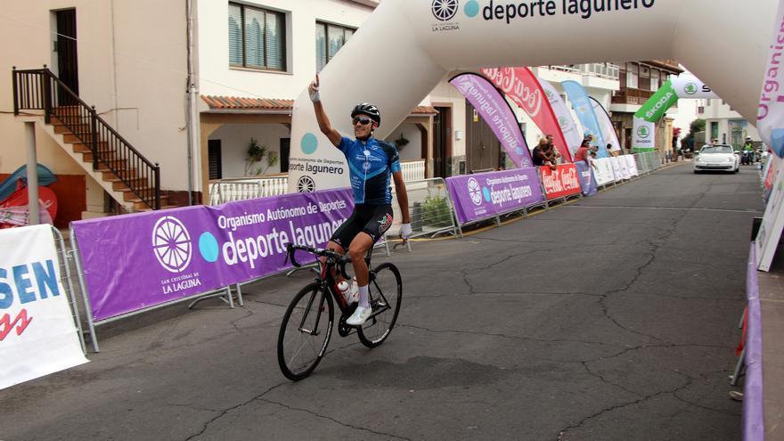 Florent Castellarnau entrando en la meta de Vilaflor.