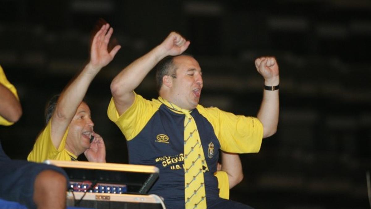Ramírez, celebrando el ascenso a Segunda División