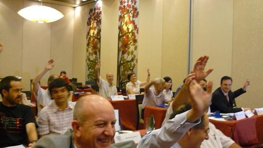 Votación en una asamblea de la Confederación Española de Cooperativas de Trabajo Asociado (COCETA).