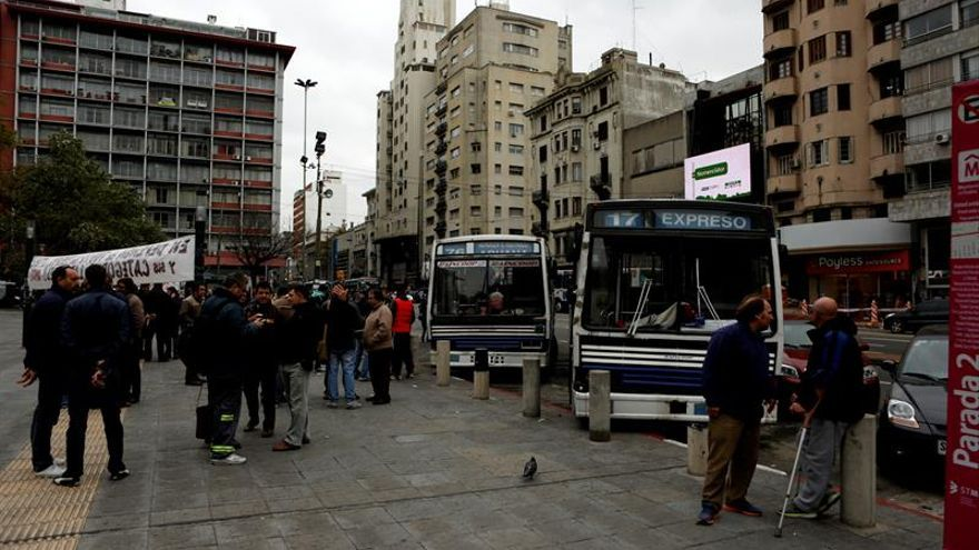 Empresas de transporte de Montevideo levantan paro tras avance en negociación