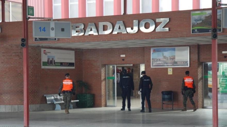 Comienzan las patrullas conjuntas de la policía y la Brigada Extremadura XI