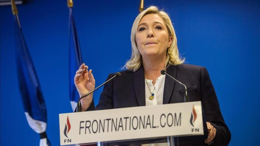 Le Pen cree que el Gobierno tendría que haber dimitido tras los ataques