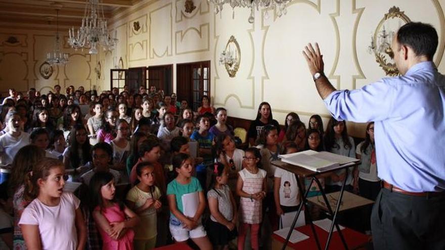 Imagen de un ensaño del coro de niños de La Bajada de 2015.
