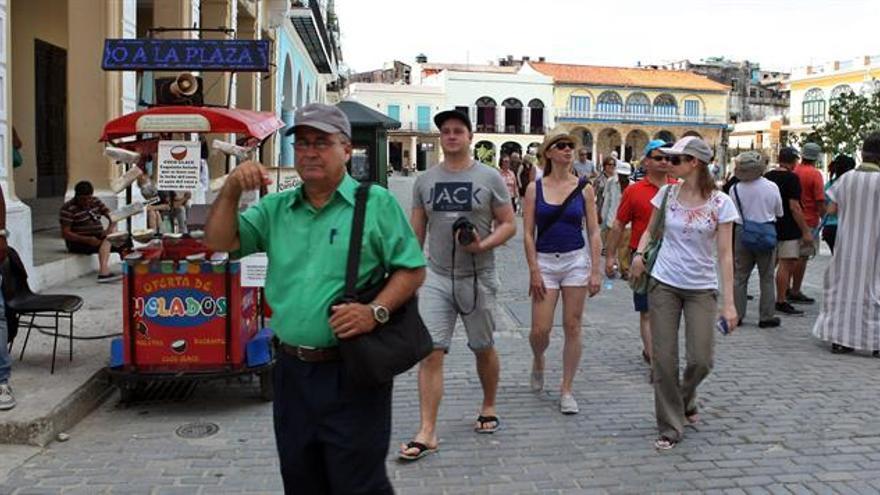 Una mayoría en el Senado de EE.UU. respalda la ley que permitiría el turismo a Cuba