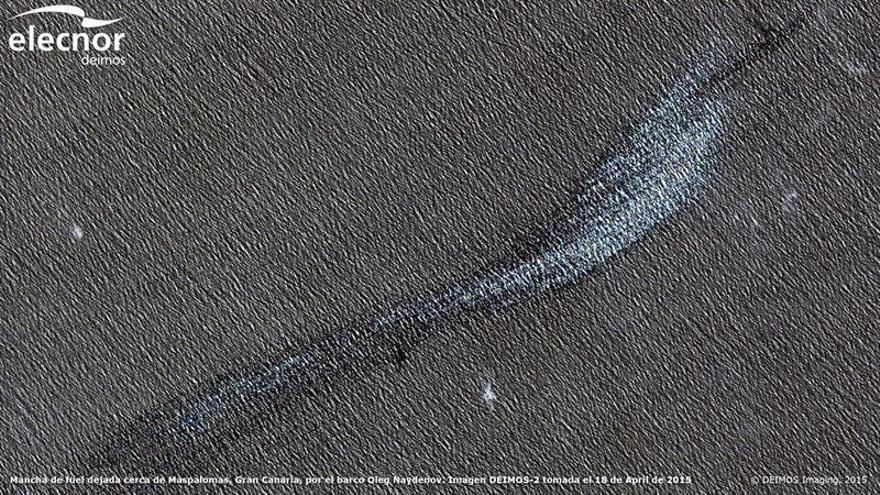 Mancha del 'Oleg Naydenov' vista desde el espacio. (EUROPA PRESS)