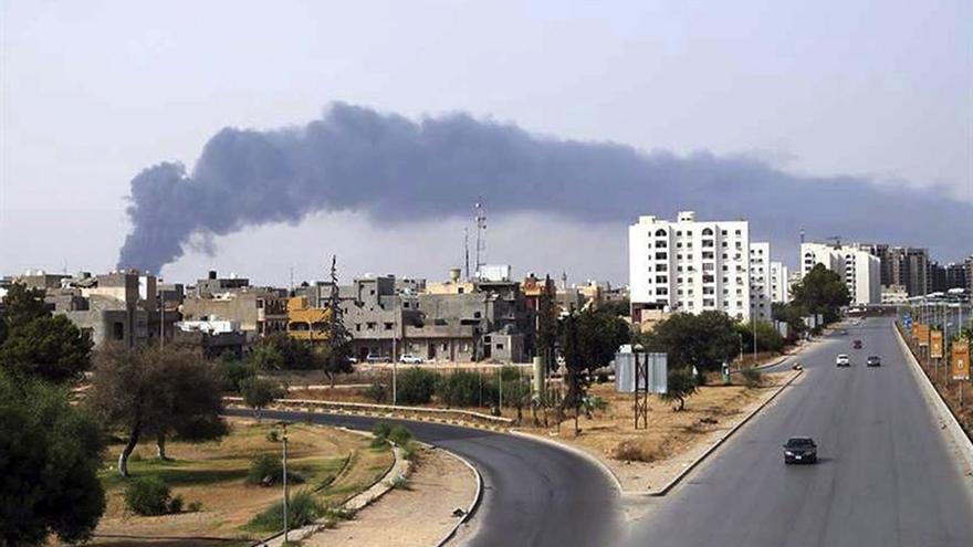 Mueren 5 civiles al caer un cohete en una zona de ocio familiar de Trípoli