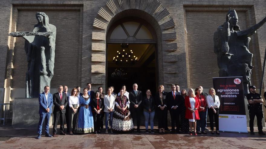 Concentración, del pasado domingo, a las puertas del Ayuntamiento de Zaragoza tras una denuncia por agresión sexual