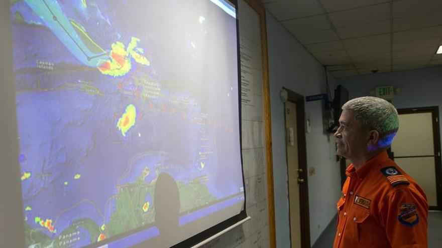 La tormenta tropical Arlene se desplaza veloz en aguas abiertas del Atlántico