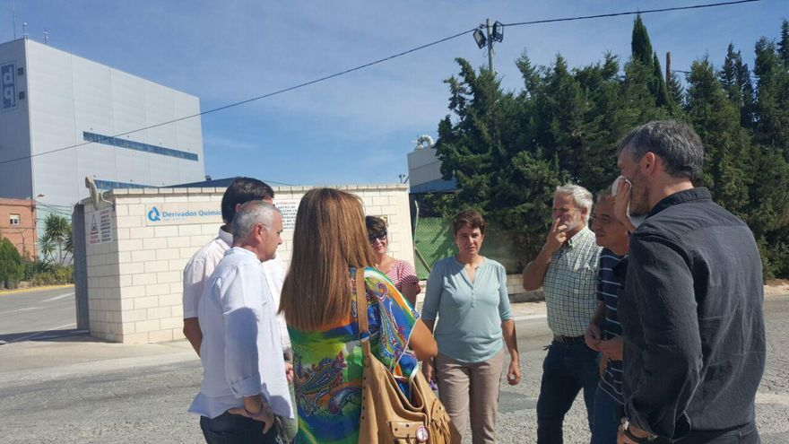 Responsables de Podemos visitaron el polo químico de Alcantarilla, donde se han dado escapes de gases tóxicos