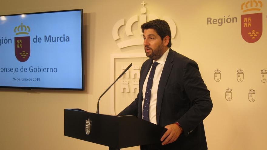 """López Miras se muestra convencido de poder """"compatibilizar"""" los programas de gobierno de Cs y de VOX"""