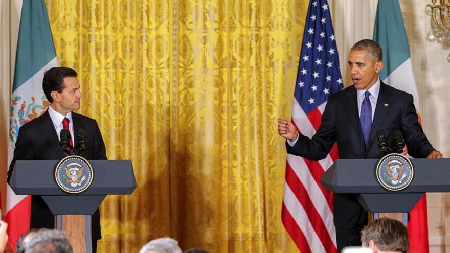"""Obama rechaza que EE.UU. esté """"al borde de colapso"""" como afirma Trump"""