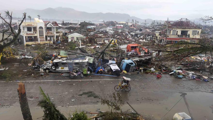 Los escombros llenan la ciudad de Tacloban