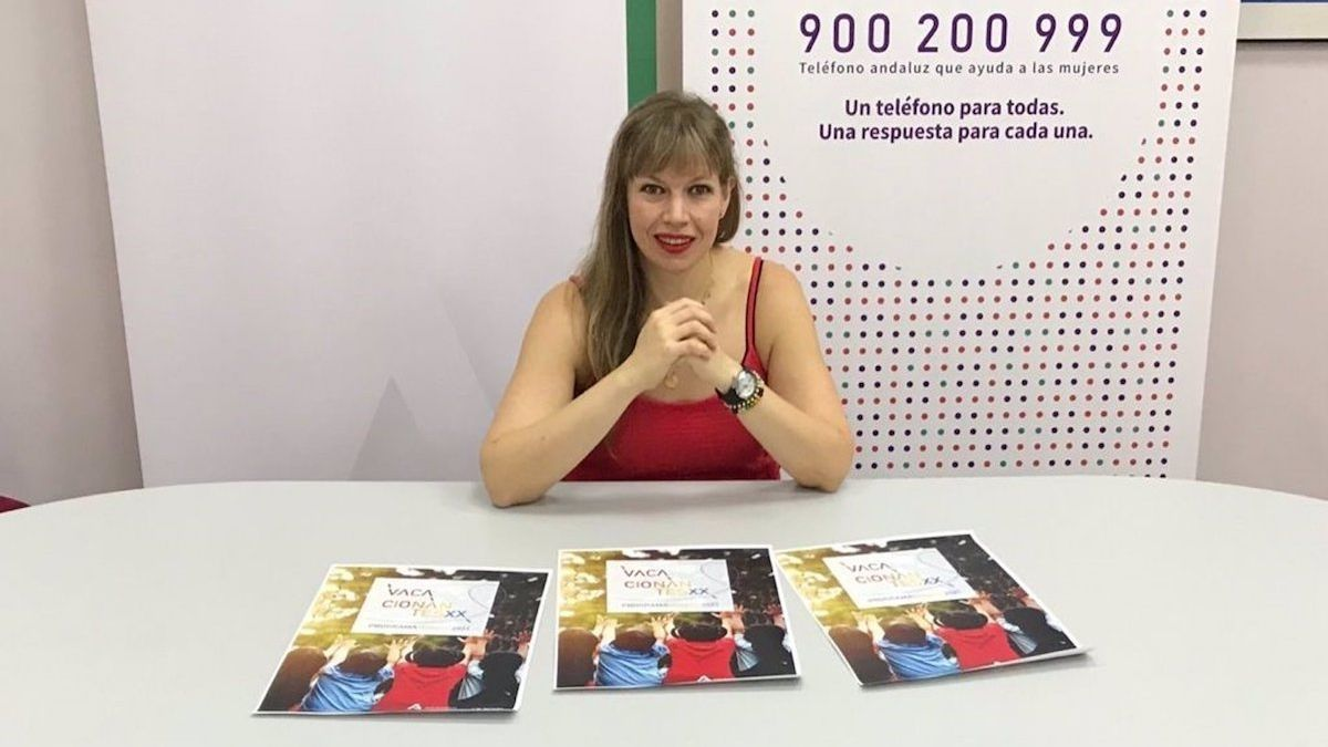 La asesora de programa del IAM en Córdoba, Lourdes Arroyo, en la presentación de 'Vacacionantes'.