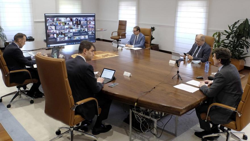 Varios miembros del Gobierno de la Junta participan en la reunión con los alcaldes de Castilla y León.