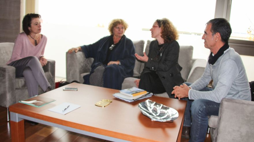 Reunión de Reyes Estévez con organizadores del Festival Voix Vives / JCCM