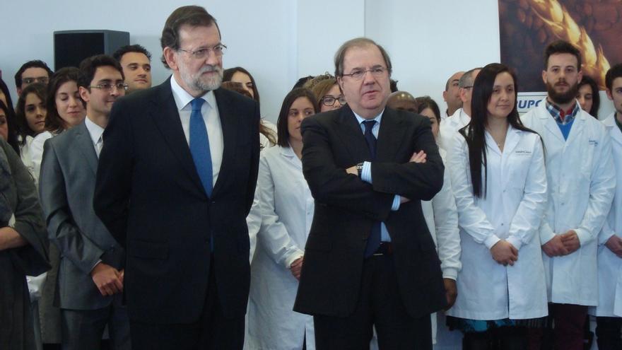 Rajoy no da pistas en público sobre si Herrera repetirá como candidato en Castilla y León
