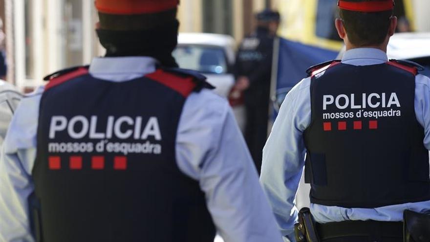 Hallan a tres personas de la misma familia muertas por arma de fuego en Barcelona
