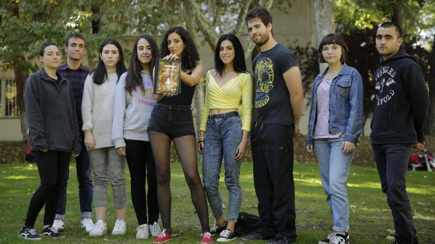 Algunos de los organizadores del referéndum sobre la monarquía que tendrá lugar en la UAM el 29 de noviembre, en el campus de la universidad.