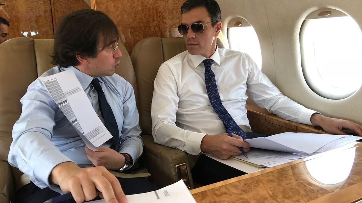El nuevo ministro de Exteriores, José Manuel Albares, y el presidente del Gobierno, Pedro Sánchez, en junio de 2018.