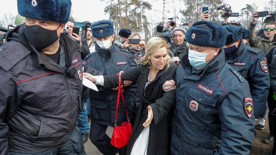 Navalni da negativo por coronavirus, según su abogada