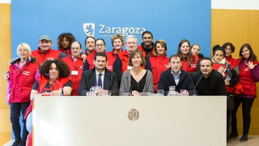 Los agentes comunitarios en la presentación del proyecto en el Ayuntamiento de Zaragoza