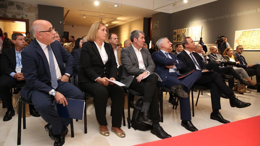 Autoridades presentes en el primer Congreso de Energía Eólica de Canarias.