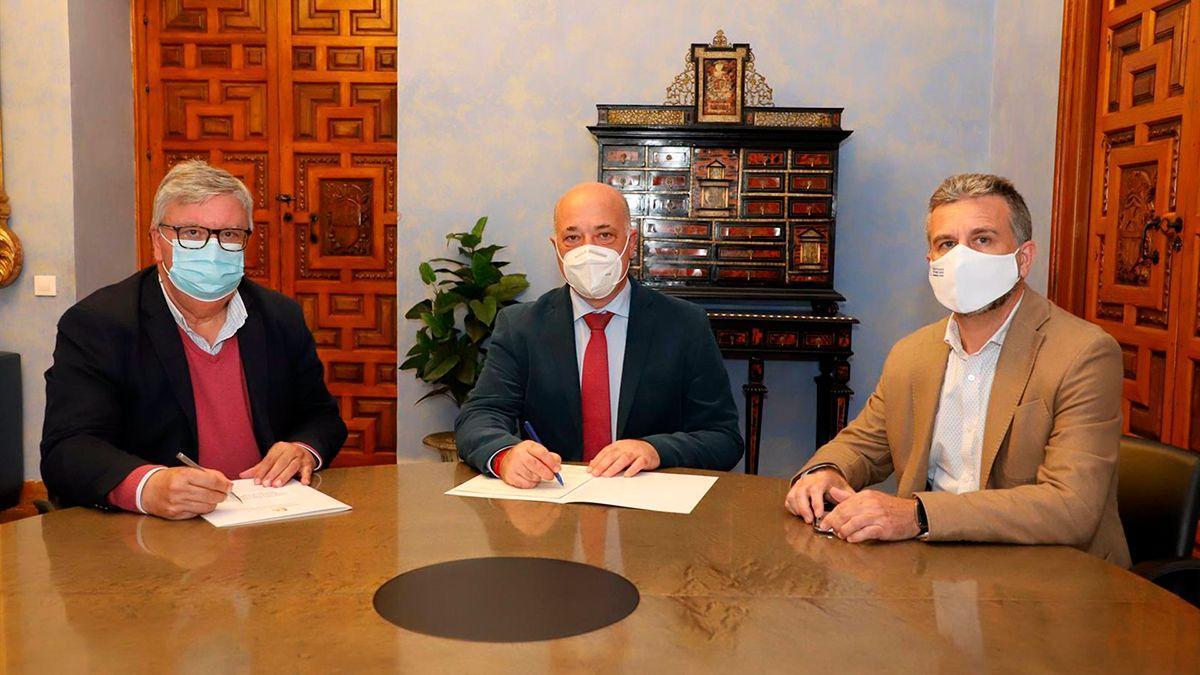 Firma del acuerdo entre la Diputación de Córdoba y UPA.