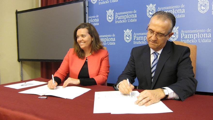 El Ayuntamiento de Pamplona y La Caixa acuerdan financiar gafas a 150 menores con problemas de visión