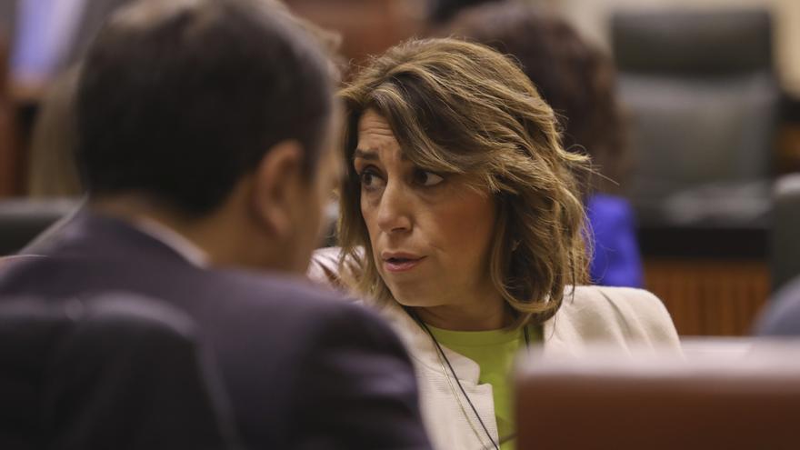 """Susana Díaz achaca el """"montaje"""" de los """"archivadores"""" de Bendodo a que el Gobierno andaluz """"poco tiene que ofrecer"""""""
