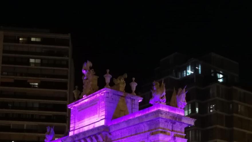 La nueva iluminación de la Puerta del Mar