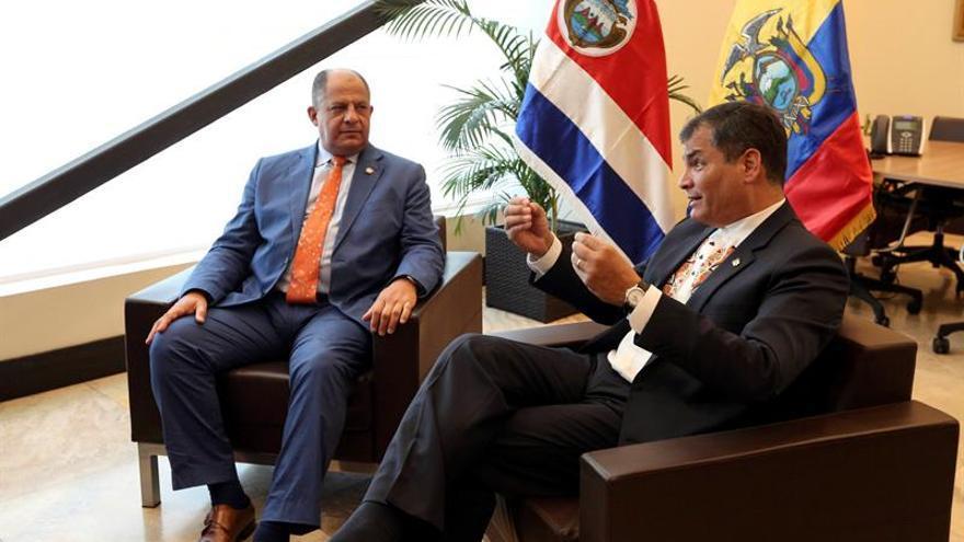 Ecuador entrega la carta de límites marítimos a Costa Rica y Colombia