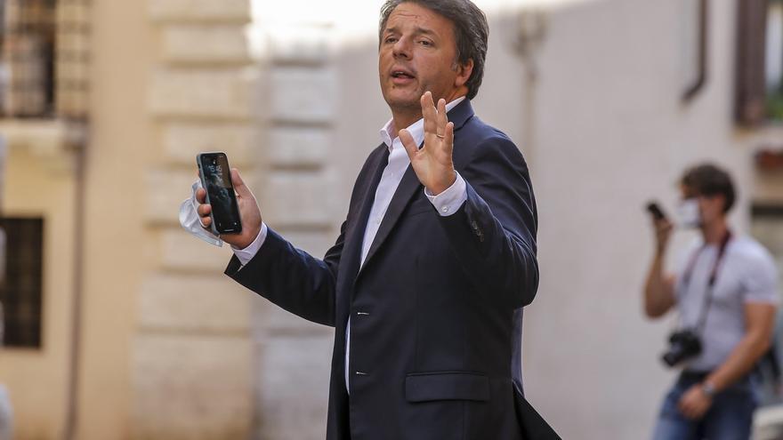 El exprimer ministro italiano Matteo Renzi fuerza una crisis política con su salida del gobierno de coalición